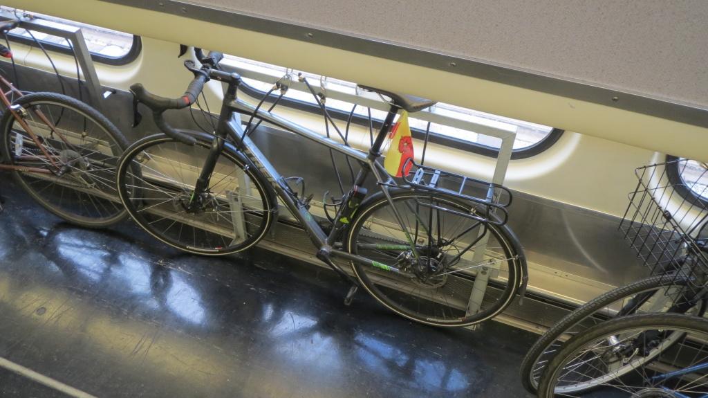 Dank Lücke in der Zwischendecke des Doppelstockwagens blieb das Rad immer im Blick
